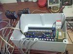 Dentro da caixa de proteção, testando os sensores que chegaram